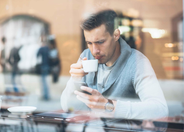 Al ser una solución completamente móvil ofrece a los trabajadores poder trabajar desde fuera de la oficina y así intensificar más su actividad comercial potenciando sus acciones, atendiendo al cliente de forma personal in situ en todo momento y obteniendo más ventas